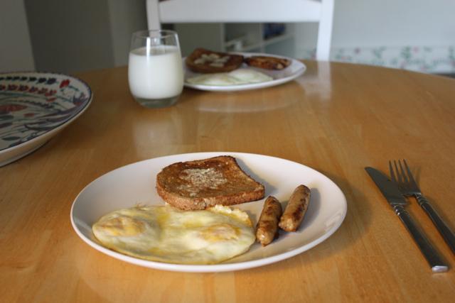 eggs toast chicken sausage